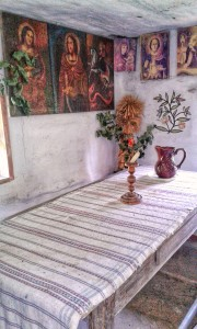 Traditional wTraditional wooden table and saint conerooden table and saint coner