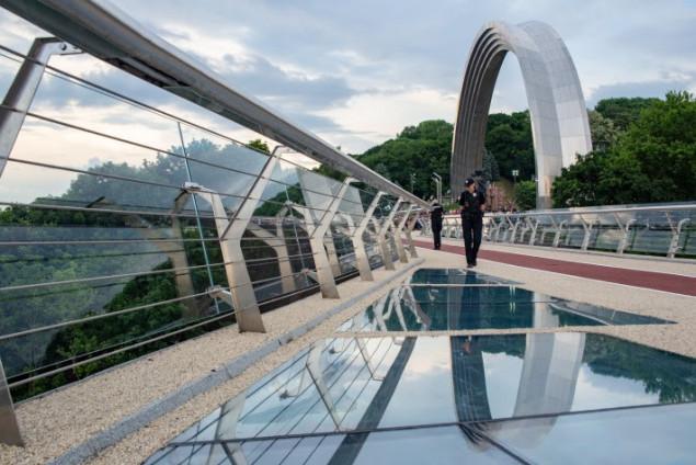 New glass bridge in Kyiv
